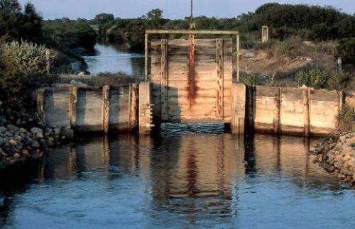 Martelière permettant la gestion de la circulation des eaux entre bassins